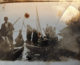 Na łódce widac żagiel. Ja takich nie widziałem ale moja pamięć sięga lat 70. napisał Artur