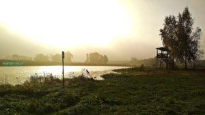 magiczna mgła nad jeziorem