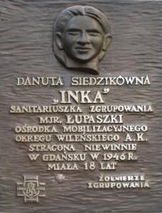 Tablica Pamiątkowa Danuty Siedzikówny w gdańskiej Bazylice Mariackiej