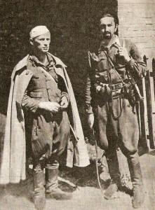 """Połowa sierpnia 1944, Kielecczyzna. I BaWach. Tomasz Wójcik ps. """"Tarzan"""" (z lewej) i kpr. Józef Piwnik ps. """"Topola"""""""