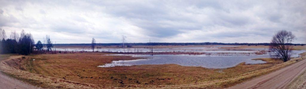 panorama na jezioro w kiełpińcu na zagórzu