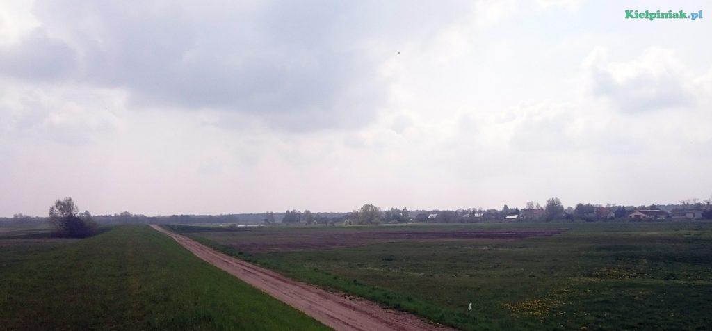 wieś kiełpiniec, widok z wału