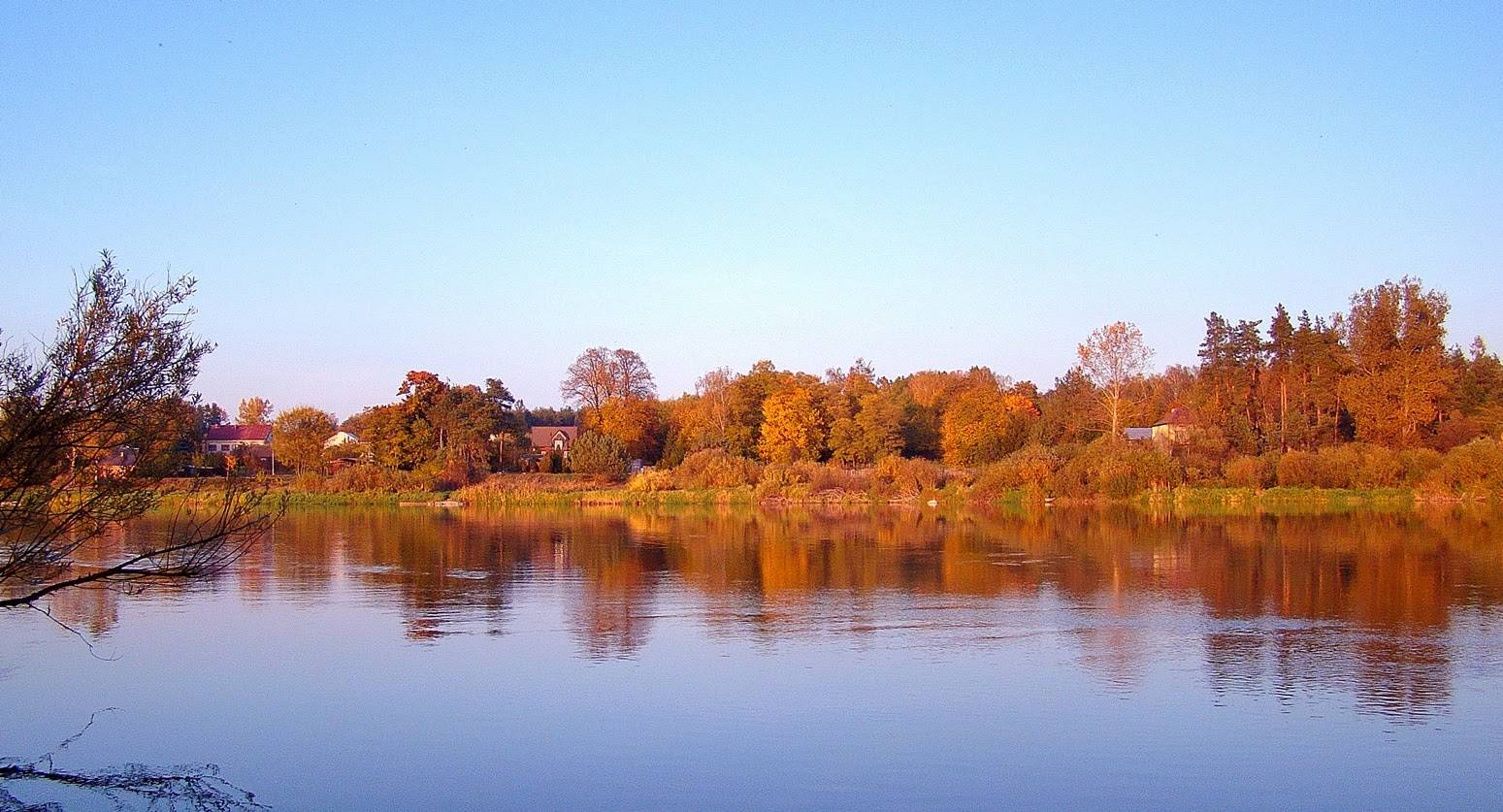 rzeka Bug przy kiełpińcu jesienią 2015