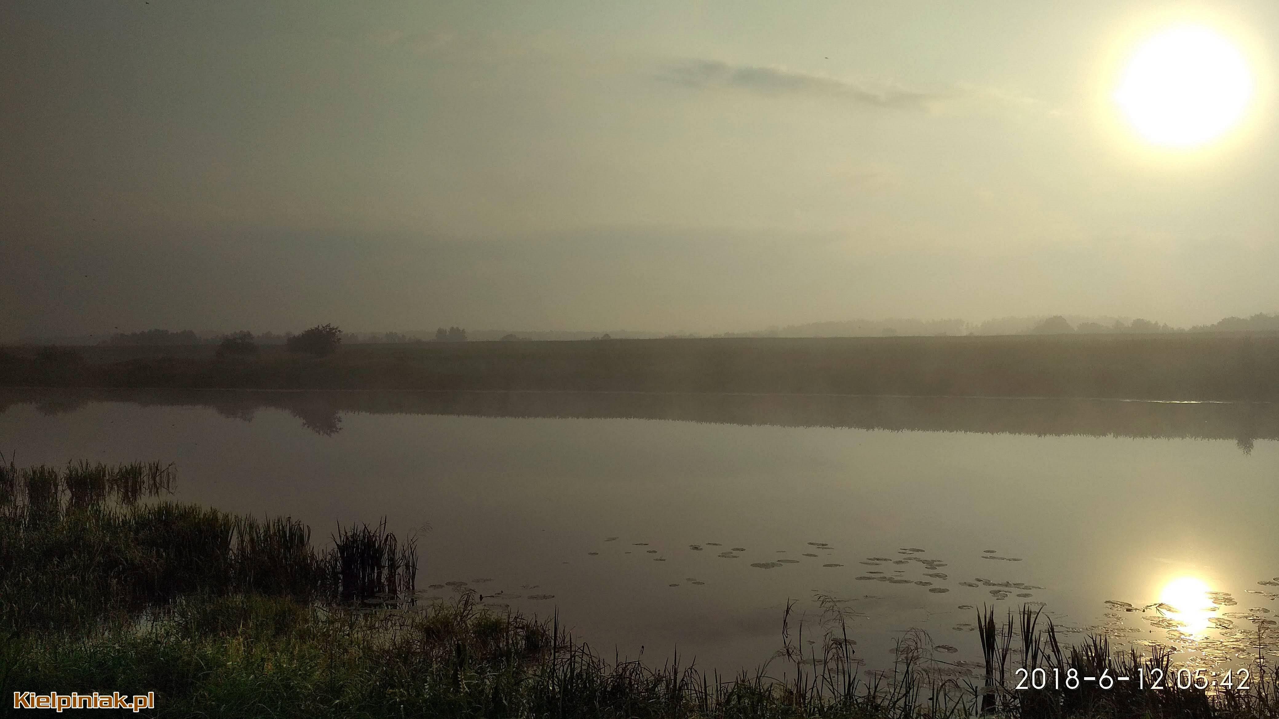 NPK, jezioro w Kiełpińcu, wschód słońca, mgła nad jeziorem