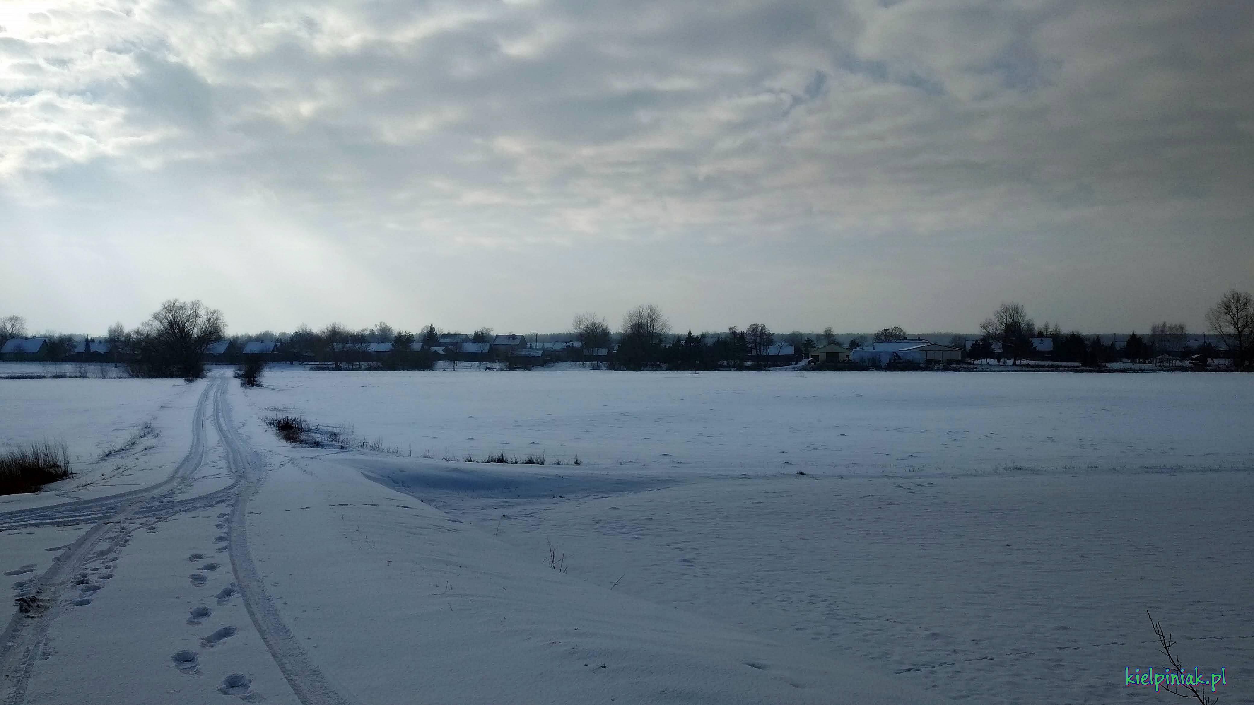 widok na kiełpiniec od strony wału, zima 2019 styczeń